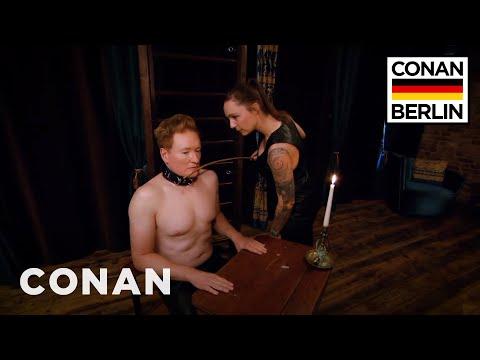Conan v Berlíně #3: Hrátky s dominou