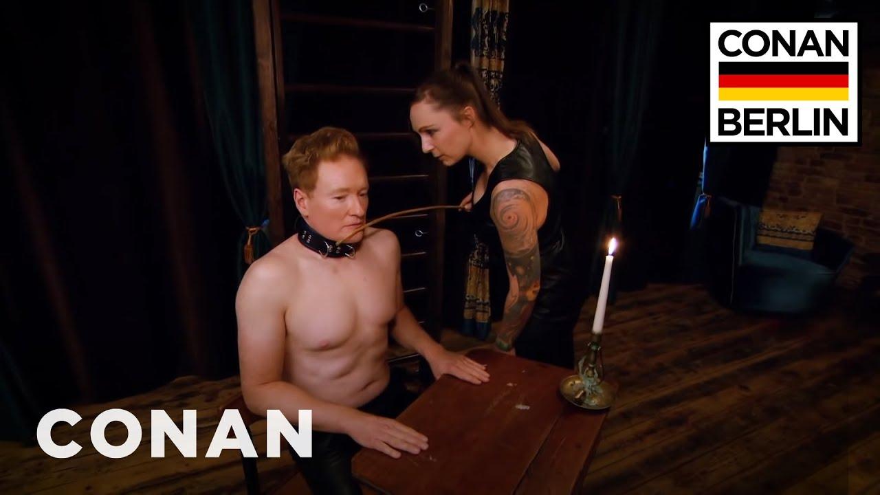Conan O'Brien zu Besuch bei deutscher Domina