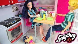 Miraculous Ladybug Doll Family LOL Surprise Baby Morning routine le bébé de Marinette ladybug
