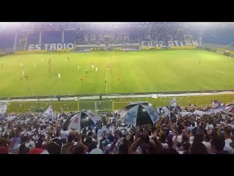 """""""Fin del Partido Alianza F.C. 1 vs 0, Olimpia Liga CONCACAF 17/08/2017"""" Barra: La Ultra Blanca y Barra Brava 96 • Club: Alianza"""