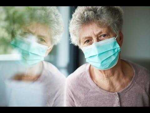 Работающим пенсионерам старше 65 лет оформят третий больничный из-за пандемии