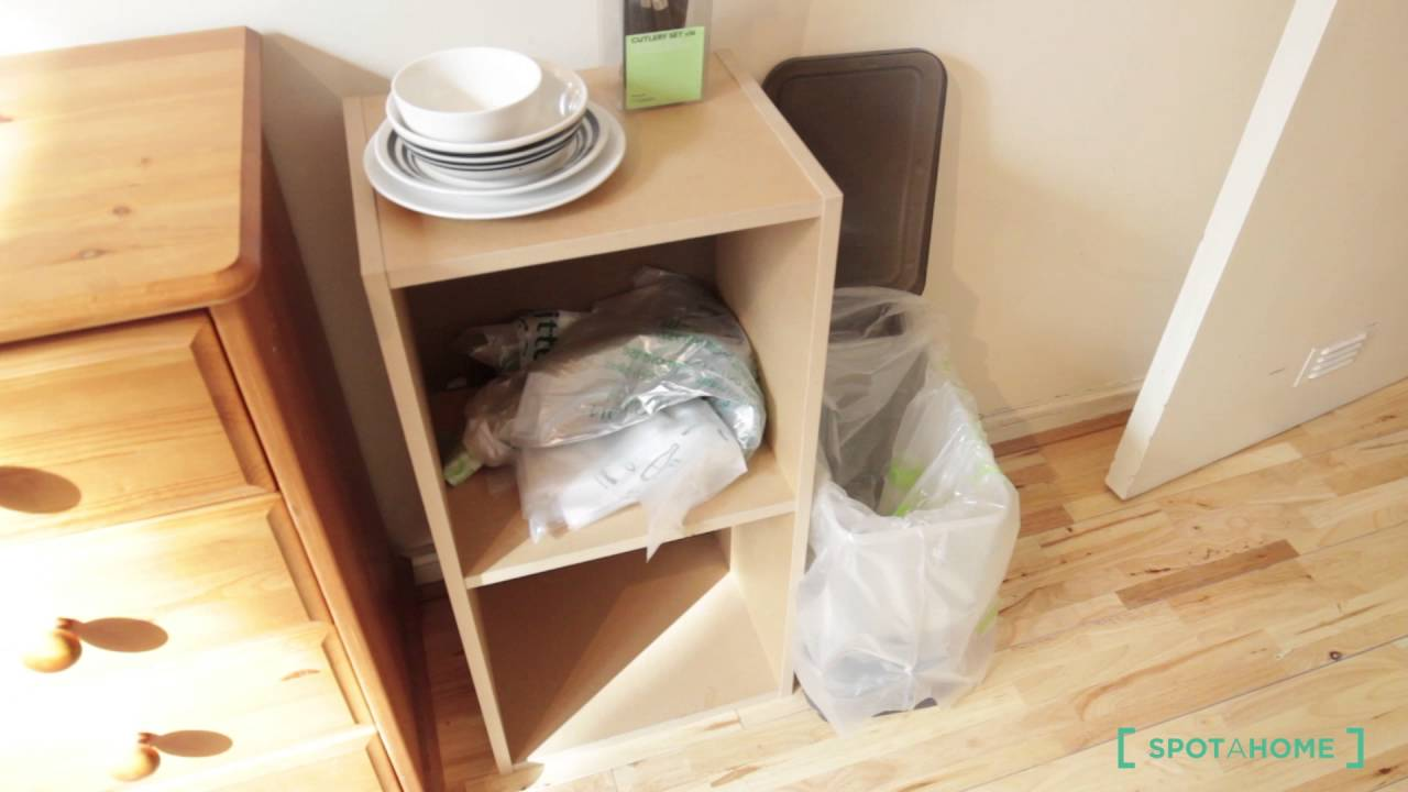 Room for rent in a 2-bedroom flat near City of London - professionals or postgraduates only
