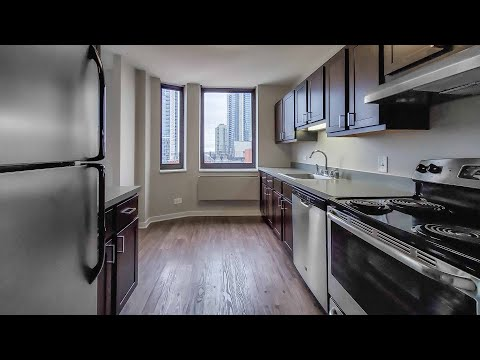 Tour a -17 one-bedroom at the newly-updated River North Park