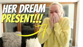 i SURPRISED MY MUM with her DREAM early CHRISTMAS PRESENT!!! *the best reaction ever* 😭😱