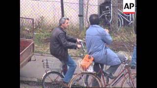 BOSNIA: BANJA LUKA: BRITISH TROOPS ENTER TOWN