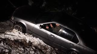 BMW E36 drift crash. Pulling it out of the ditch goes wrong
