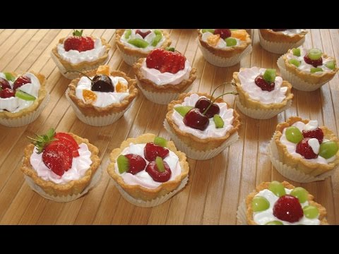 Video Small baskets SUMMER. Meringue frosting cakes. Fruit cakes of shortcake dough.
