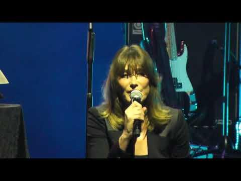 Carla Bruni - J'Arrive A Toi HD Live From Istanbul 2017