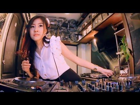 Khi nữ DJ xinh nhất Thái Lan chơi nhạc, ko hở hàng như DJ nhà mình đâu ợ