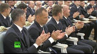 Путин вручает госнаграды тренерам и футболистам сборной России — LIVE