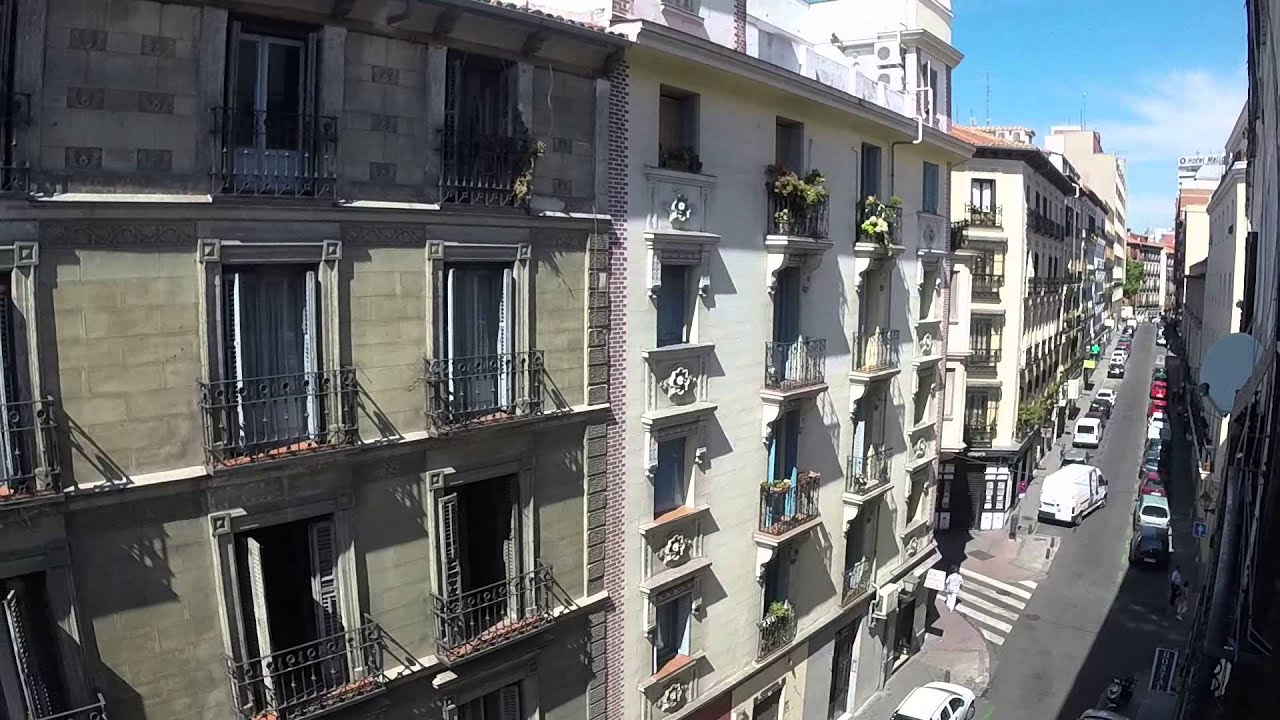 Furnished room with window with street view in 7-bedroom apartment, Malasaña