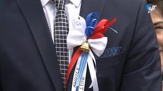 Праздник Последнего звонка прошел на Площади Победы-Софийской