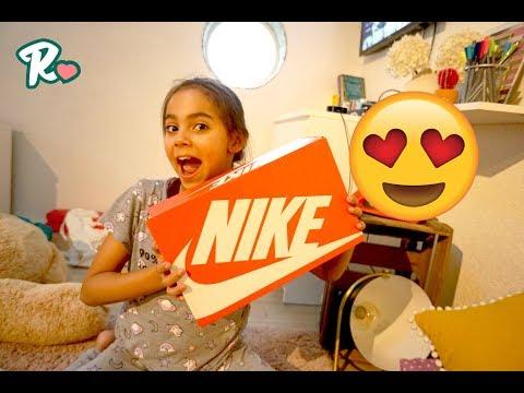Joanas erstes Paar NIKE Schuhe - Shopping Vlog #970 - Rosislife