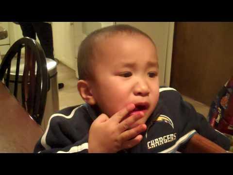 Gerrit eats spicy chips