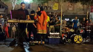 Are Re Are (Dil To Pagal Hai)- Retmelo Buskers Ft  Nadia Fharshah Dilhanaridz ,good Song