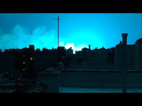Νέα Υόρκη: Η νύχτα έγινε… μπλε μετά από έκρηξη σε σταθμό παραγωγής ενέργειας…