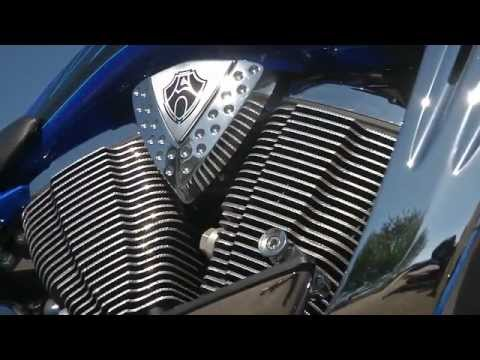American Head to Head; VICTORY CROSS COUNTRY CORY NESS vs HARLEY-DAVIDSON ELECTRA GLIDE ULTRA TEST