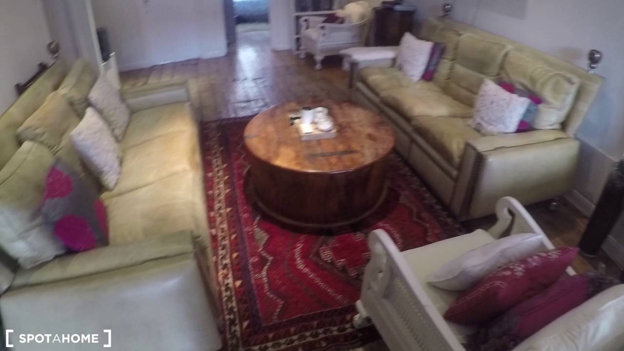 Room to rent in stylish 2-bedroom flatshare in Camden