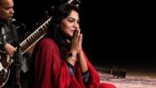 Sanam Marvi Sings 'Asan Ishq Da Kalma Parh Bethe' - YouTube