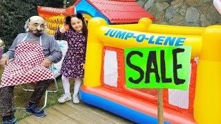 Öykü and Grandpa Funny kid pretend play giant pool jumping in the garden - Funny Oyuncak avı
