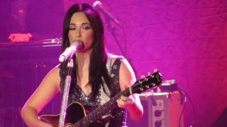 Kacey Musgraves - Burn One with John Prine 12/31/16 { Grand Ole Opry New Years Eve}