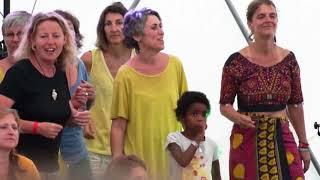 Marianne Aya Omac & les 50 Femmes du Chœur de la Buèges aux Rencontres du Féminin Sacré 2018