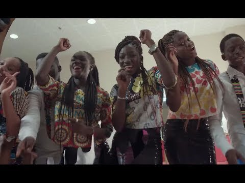 "Vidéo: Les enfants de Sen P'tit Galle rendent hommage à Akon ""Na Na Na Na"""