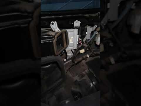 Lexus LX570 / LandCruiser AHC suspension fluid change
