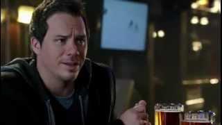 Emma et Neal parlent dans un bar (VO)
