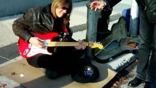 Video Žebravej kytarista v N.Y.C.