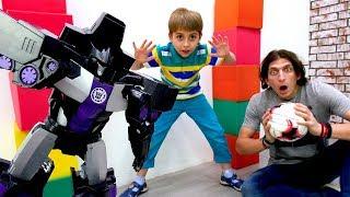 Трансформеры играют в футбол! Видео с игрушками для мальчиков.