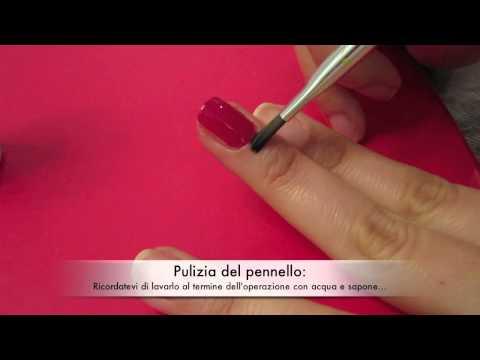 Pulire i bordi dell'unghia dopo applicazione smalto - correzioni errori e pulizia delle cuticole