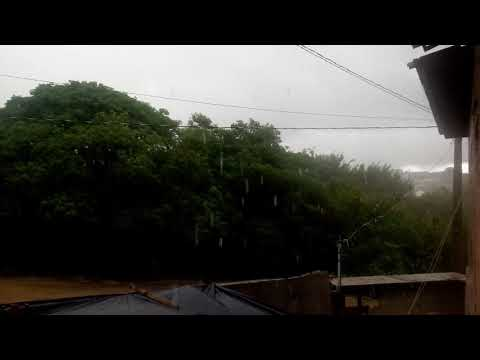 Chuva forte em Águas Vermelhas (MG) 11/12/17☔