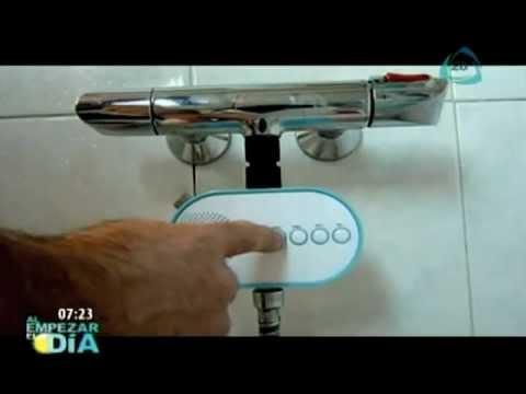 Disfruta tu ducha con una radio incorporada al baño