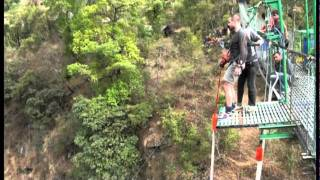 preview picture of video 'Ricky's bungy at The Last Resort, Nepal'