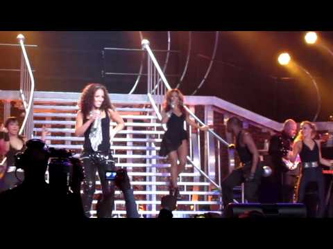 ALICIA KEYS & BEYONCE - Put It In A Love Song - Madison Square Garden - 03/17/10