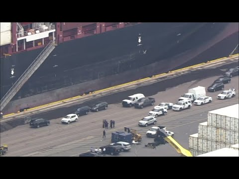 U.S. authorities seized more than $1 billion worth of cocaine Tuesday from a ship at a Philadelphia port, calling it one of the largest drug busts in American history. (June 18)