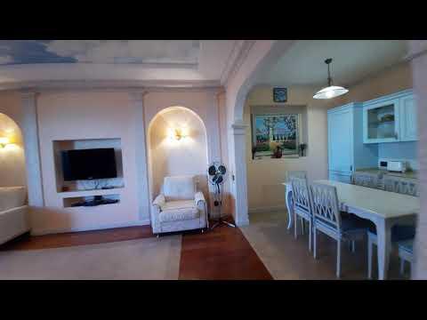 Двухкомнатная квартира в парке с дорогостоящим ремонтом и видом на море