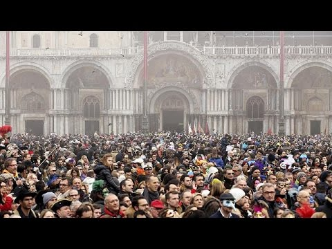 Bενετία: Διαμαρτυρία κατοίκων κατά της «εισβολής» τουριστών