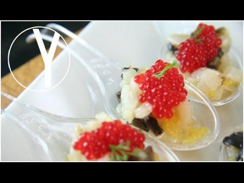 Cucharillas de bacalao ahumado con caviar rojo - YOCOMO Aperitivo