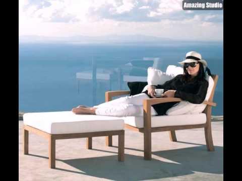 Lounge Möbel Outdoor Eine Schöne Frau Liegt Auf Einem Weißen Liegestuhl