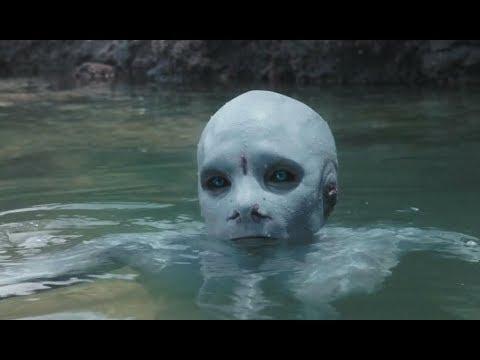 孤岛之上生活着美人鱼,但人类却忽然到来将它们全部杀死!6分钟看惊悚片《冰肤传说》