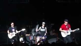 Gambar cover Dick Lips (Acoustic) - blink-182 (Live London 2012)
