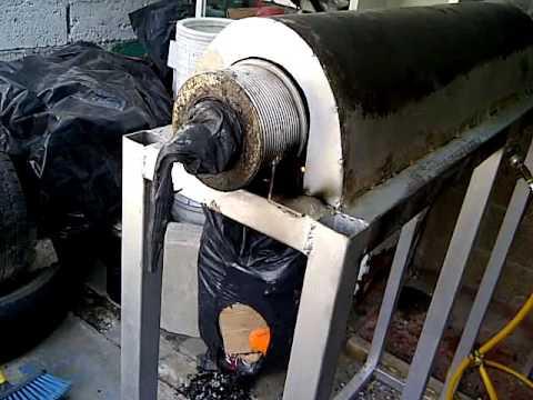 Extrusora económica que funde plásticos de la basura para fabricar láminas acanaladas