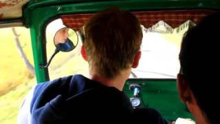 preview picture of video 'Joost driving a autorickshaw like arickshawallah'