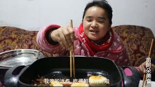 Sister Miao Hot pot barbecue, while eating and drinking, drinking and singing, too crazy