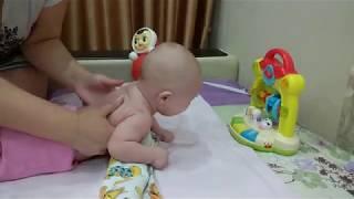 Как научить малыша (грудничка) держать голову