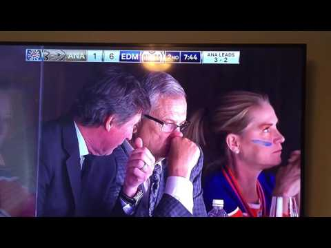 Women eats booger in front of Wayne Gretzky at Oilers game 2017