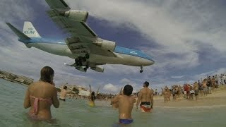 Spectacular 747 landing on Maho Beach