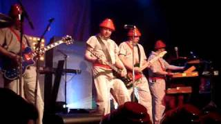 Devo - Encore Intro + Be Stiff (Live)